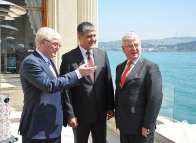 John McSweeney, head of Innovation at ESB, Serdar Bilgiç, head of energy generation at Unit and Tánaiste and Minister for Foreign Affairs and Trade, Eamon Gilmore T.D pictured at the announcement that ESB International has won its first contract in Turkey valued at €30 million.