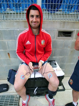 Rob Kearney with an electrical muscle stimulator at training this week.