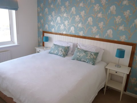 Sea Fizz holiday apartment bedroom 1