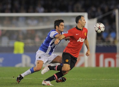 Ryan Giggs and Markel Bergara challenge for the ball.