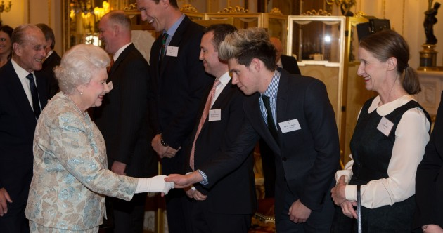 Here's Queen Elizabeth having the chats with Niall Horan and other Irish folk