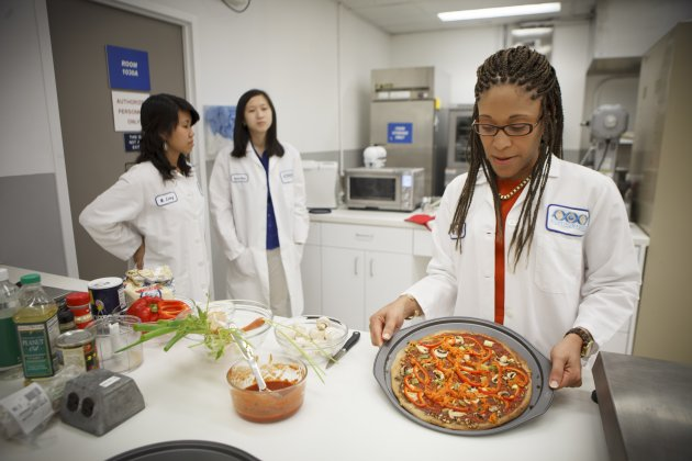 Space food researchers emerge after four months on 'Mars'
